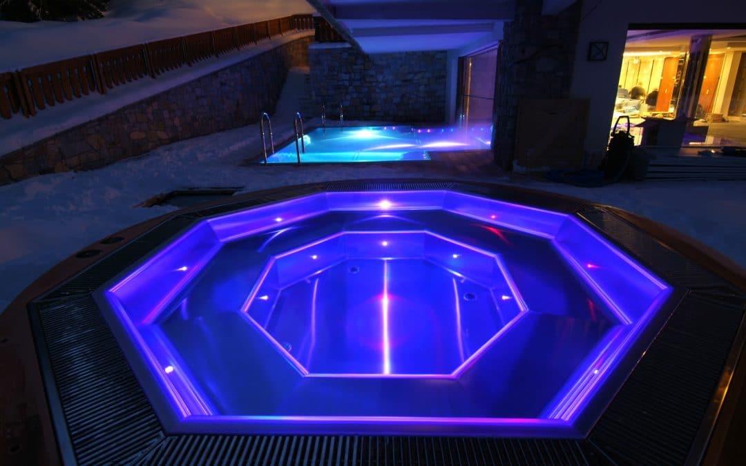 Binnen- en buitenzwembad, Courchevel (Fr)